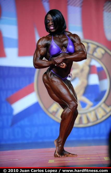 Iris Kyle - prejudging - 2010 Arnold Classic and Arnold