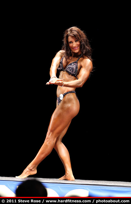 Kim Bell - twopiece - 2011 NPC Nationals